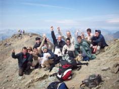 La cerise sur le gâteau : l'ascension d'un sommet à plus de 3000 mètres. Nous y sommes arrivés.La ciliegina sulla torta: l'ascensione di una cima a più di 3000 metri. Ci siamo riusciti.