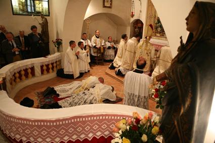 Prostrations lors des ordinations sacerdotales